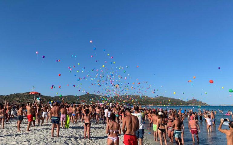Centinaia di palloncini sulla spiaggia del Tanka, ma il Resort rassicura: sono biodegradabili