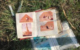 Album fotografici abbandonati in strada a Quartu