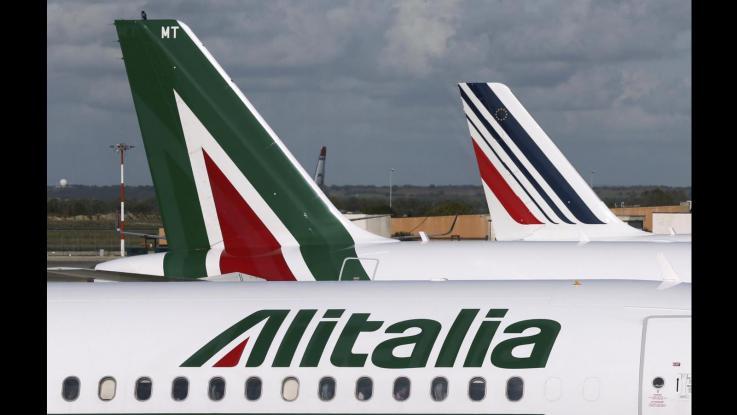 Sciopero Alitalia, decine di voli cancellati: traffico aereo isolano sconvolto