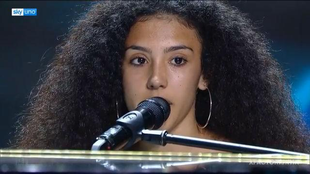 Debutto in conduzione a X Factor Daily: al timone la giovanissima rapper sarda Luna Melis