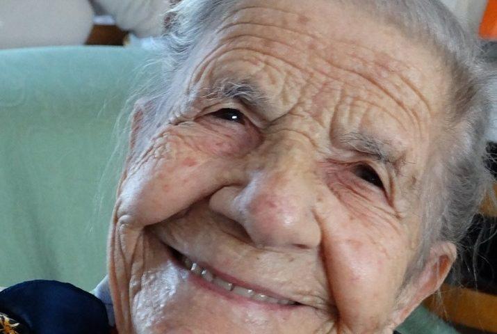 """La nonnina seuese """"Tzia"""" Laura Todde spegne cento candeline"""