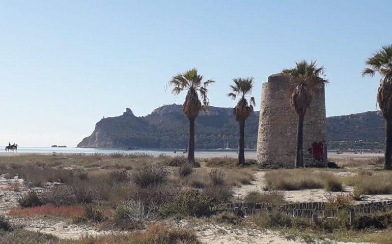 La foto del giorno. L'estate infinita di Cagliari in uno dei luoghi iconici della nostra città, il Poetto