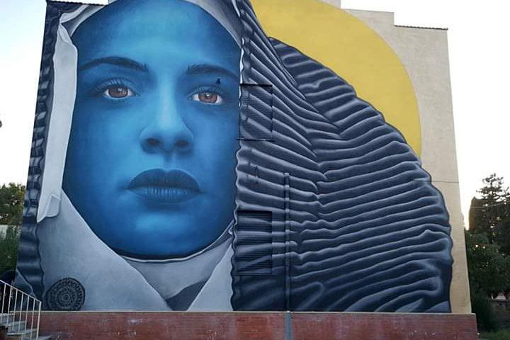 La foto: San Gavino, un nuovo magnifico dipinto, nel paese dei murales
