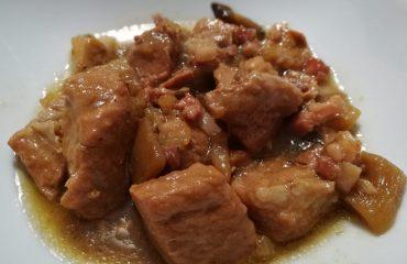 La ricetta Vistanet di oggi: spezzatino di maiale sardo alla birra con miele, funghi e castagne