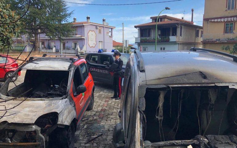Ilbono, due auto date alle fiamme nella notte. I carabinieri seguonto la pista dolosa