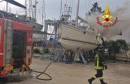 Incendio in un cantiere nautico di Olbia durante dei lavori: Vigili del fuoco impegnati a Cala Saccaia