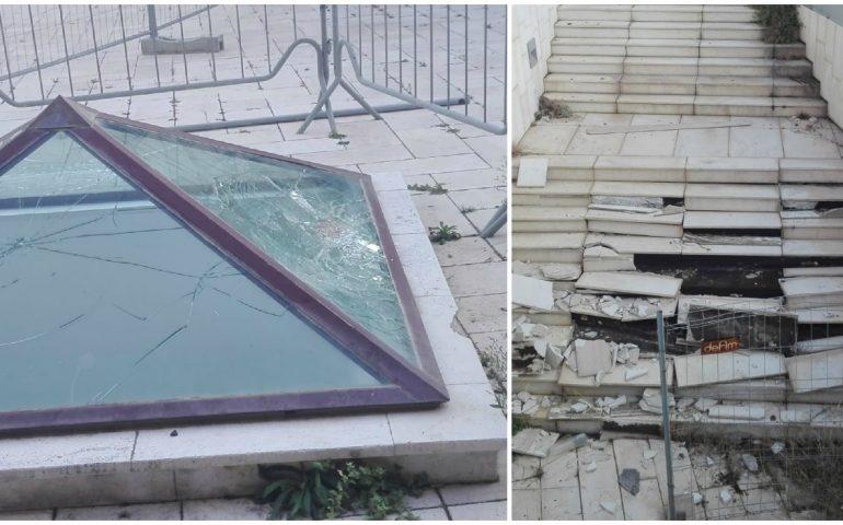 Cagliari: il parco dietro il Teatro Lirico preda dei vandali, e se si chiudesse la notte?