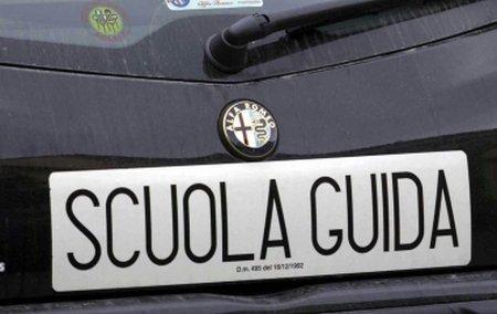 LAVORO a Cagliari. Autoscuola cerca istruttore di guida