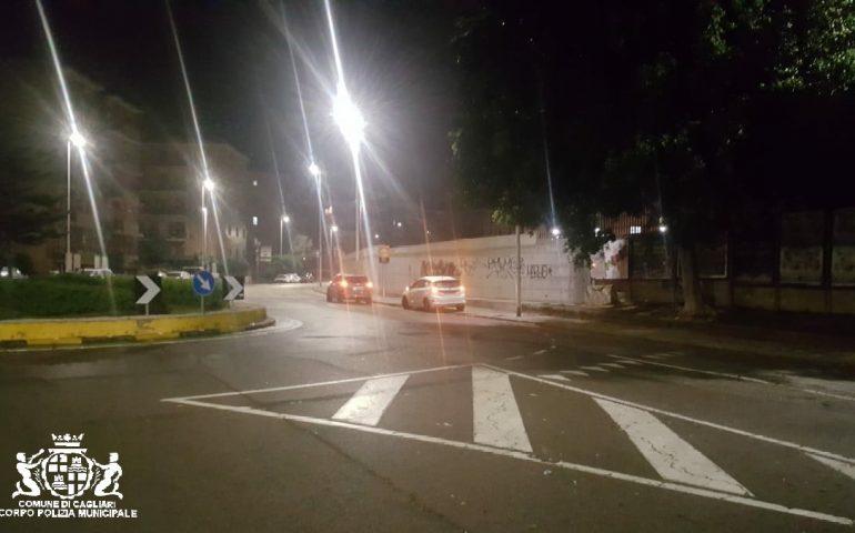 Cagliari, entra contromano nella rotonda e travolge un portapizze che finisce all'ospedale