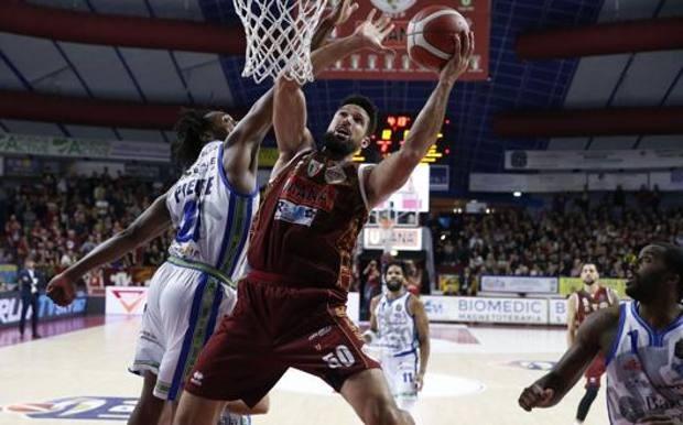 Dinamo sconfitta di un punto a Venezia (55-54). Sassari paga caro il passaggio a vuoto nel secondo quarto