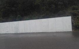 Pannelli elettorali abbandonati a Montevecchio