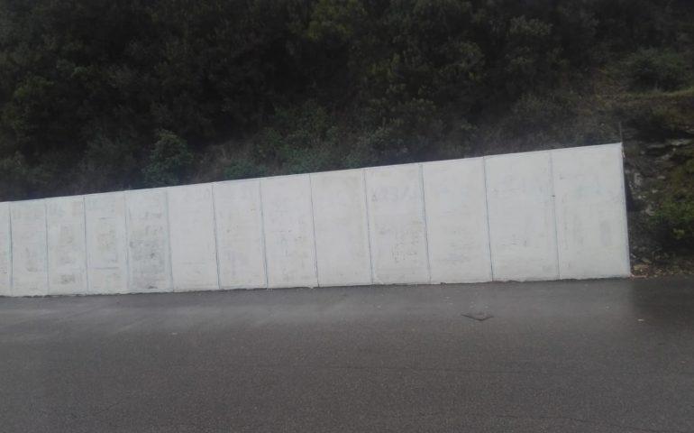 A Montevecchio il tempo si è fermato… da maggio i pannelli elettorali non vengono rimossi