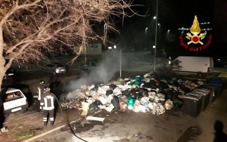 Sant'Elia: nel cuore della notte l'ennesimo rogo di rifiuti