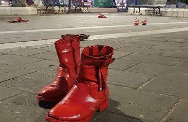 Scarpette rosse in piazza Italia a Pirri - Foto di Stella Angioni