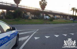 Cagliari, ubriaco finisce dentro la rotonda tra via Peretti e via Stamira: conducente illeso, patente ritirata