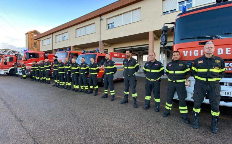 La foto del giorno. I Vigili del fuoco sardi solidali con i tre colleghi morti ieri ad Alessandria