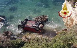 Auto precipita in mare a Sant'Elia