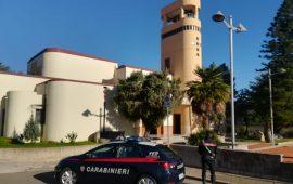I carabinieri davanti alla Chiesa di Villacidro