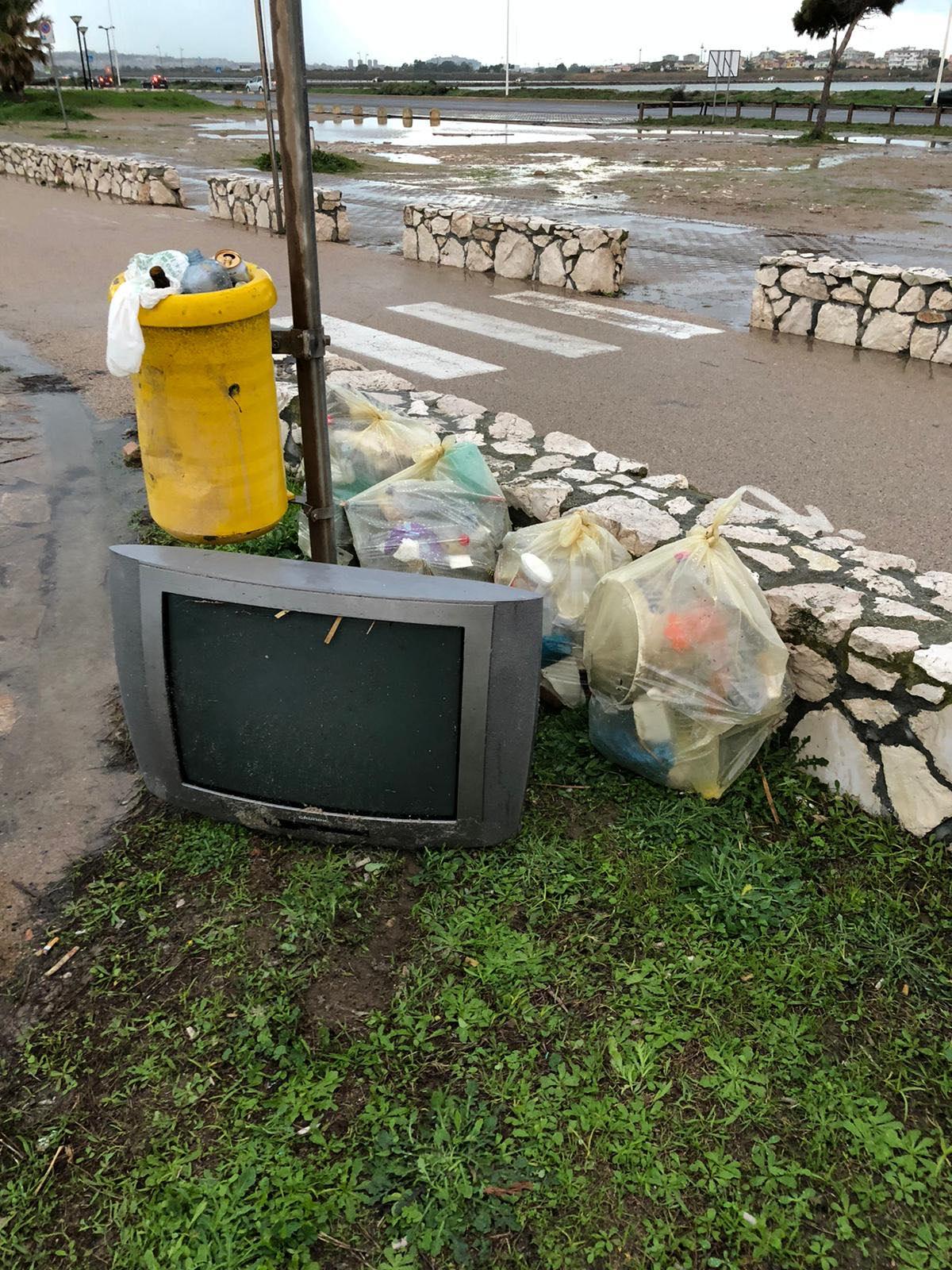 rifiuti-poetto-mareggiate (11)