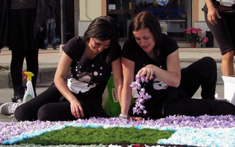 Realizzare il tappeto floreale più grande del mondo: Tortolì tra i 33 paesi partecipanti