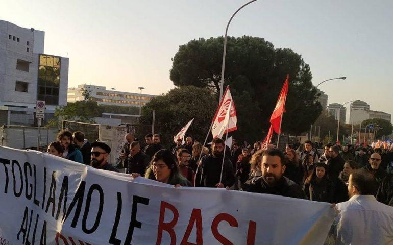 A Foras: manifestazione contro l'idea di rendere il porto di Cagliari l'ennesima servitù militare