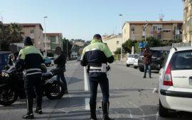 Cagliari: incidente in via dei Donoratico, un'auto e due moto coinvolte, un centauro all'ospedale