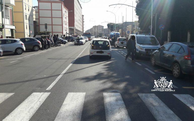 Cagliari, anziana investita sulle strisce pedonali in via Is Mirrionis: è grave
