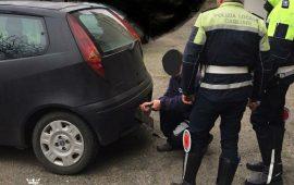 Cagliari: girava senza assicurazione e con una targa alterata, denunciato