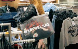 Shoppin, saldi - immagine di repertorio