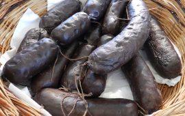 """La ricetta Vistanet di oggi: """"Sambini 'e porcu"""", il saguinaccio di maiale, antica tradizione della Sardegna"""