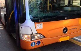 Via Bacaredda: 71enne viene investito da un bus mentre attraversa la strada