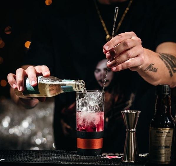 B-Liv Cagliari - preparazione drink