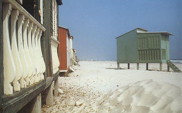 La Cagliari che non c'è più: quando al Poetto c'erano i casotti e la sabbia bianca