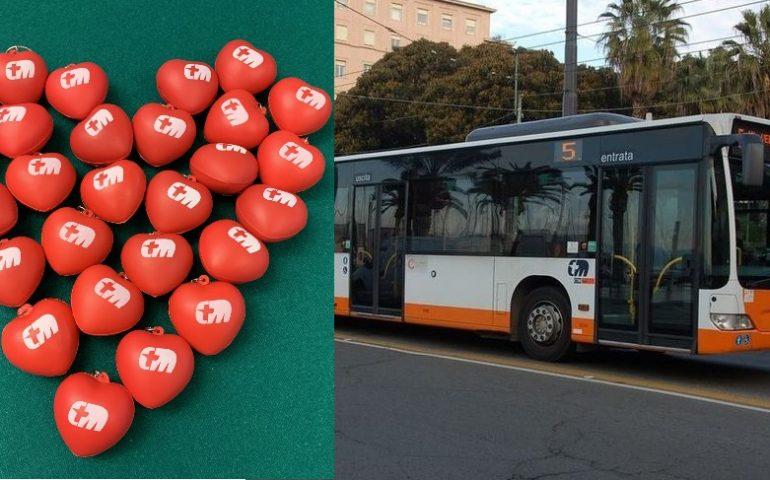 Il CTM festeggia col cuore: sui bus a San Valentino gadget in omaggio per tutti