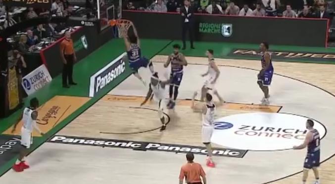 Basket: partita straordinaria ma la Dinamo cede alla Happy Casa per 86-91. I giganti salutano la Final Eight