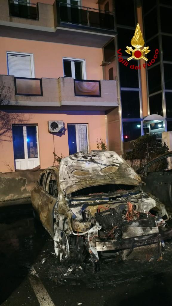 8 auto incendiate al Poetto