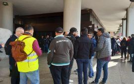 I lavoratori di Airitaly sotto il Consiglio Regionale in via Roma a Cagliari