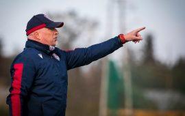 Maran dirige un allenamento del Cagliari