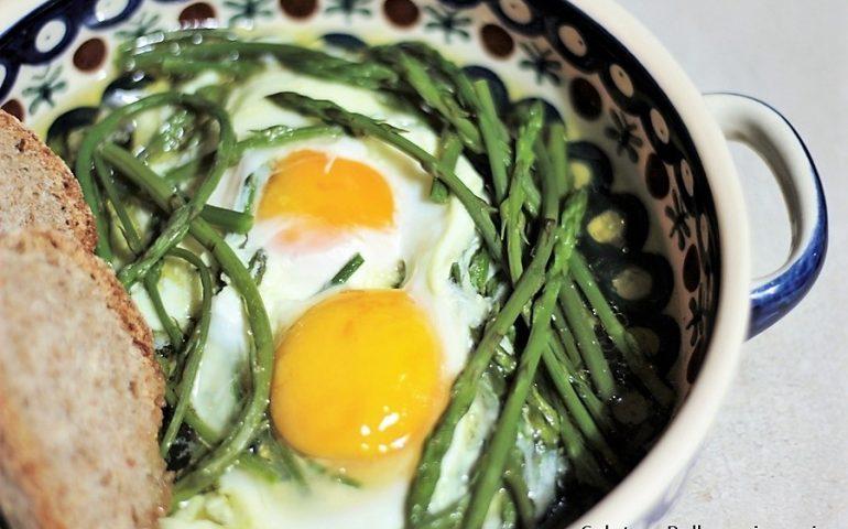 La ricetta Vistanet di oggi: inizia la stagione degli asparagi selvatici, squisiti con le uova fritte
