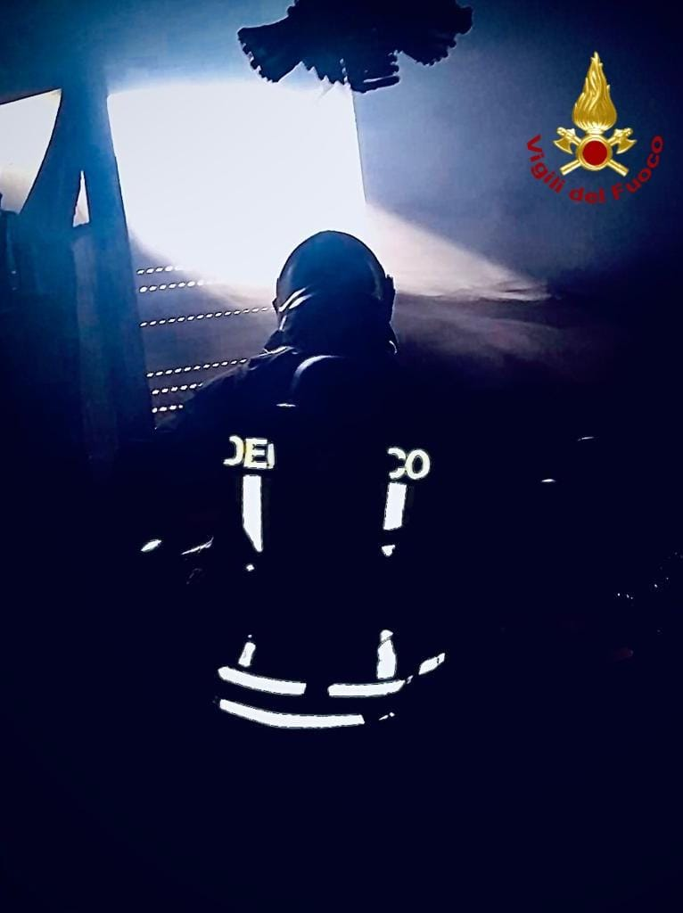 Incendio a Pirri, muore un anziano