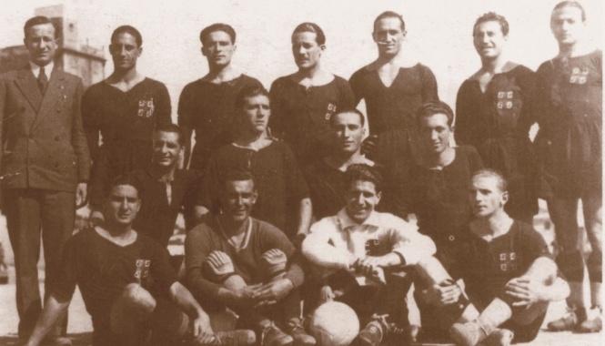 La formazione del Cagliari nella stagione 1930-1931. Erbstein è il primo da sinistra