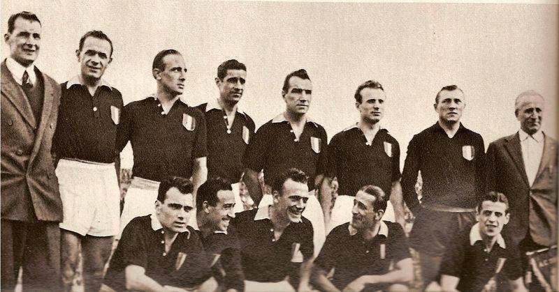 Il Grande Torino. Erbstein è il primo in alto a destra
