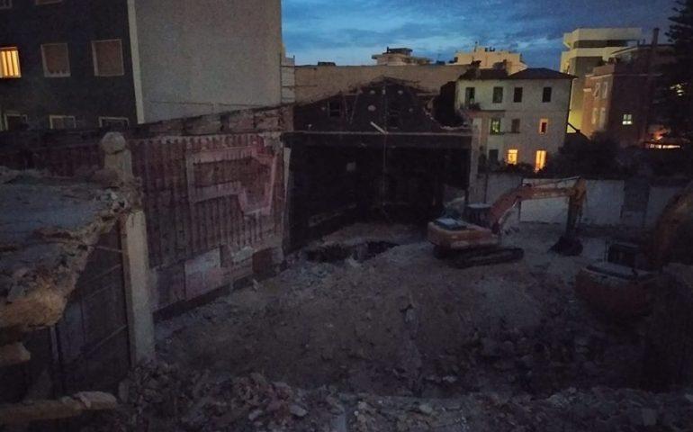 Cagliari, addio per sempre all'Alfieri: demolito il cine-teatro di via della Pineta