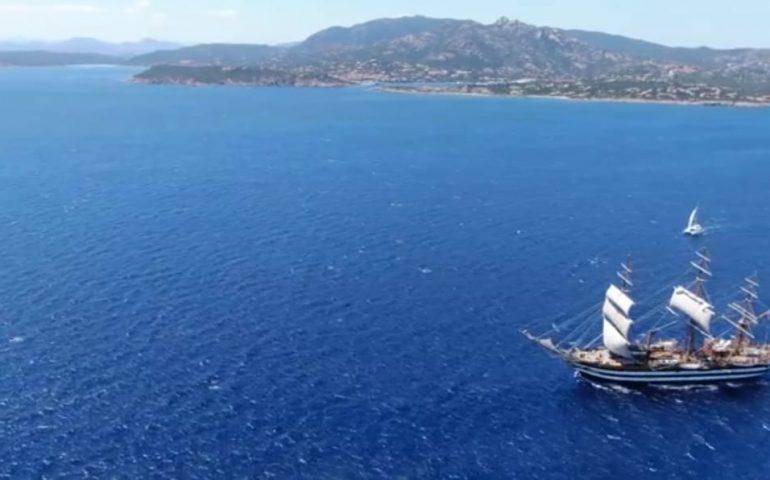 (VIDEO) La spettacolare navigazione dell'Amerigo Vespucci nei mari della Sardegna