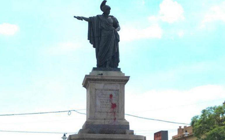 """""""Processo alla statua di Carlo Felice"""" replica, la discussione appassiona i cagliaritani"""