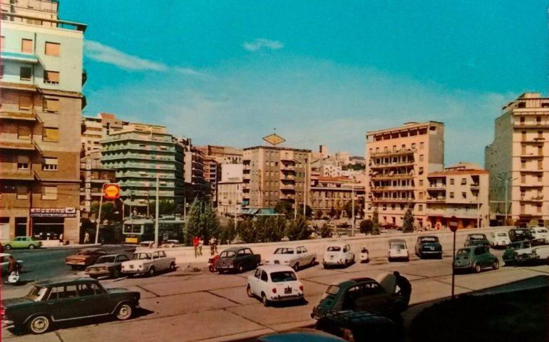 La Cagliari che non c'è più: ecco com'era piazza Repubblica negli anni Sessanta