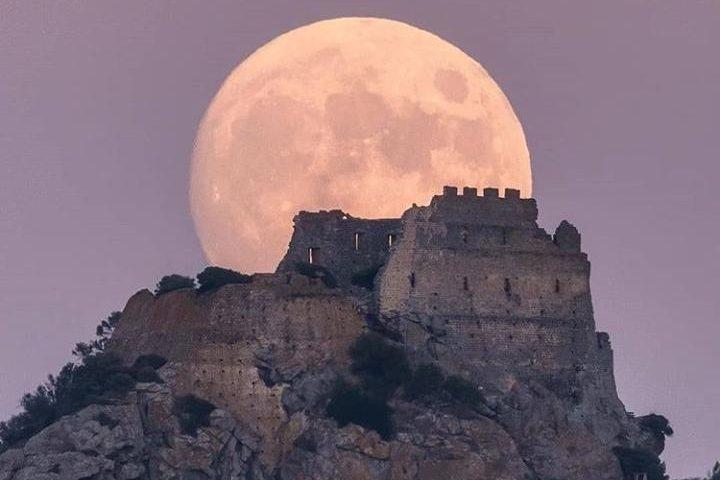 Tramonti sonori al Castello di Acquafredda: concerto all'ombra della fortezza appartenuta al Conte Ugolino della Gherardesca