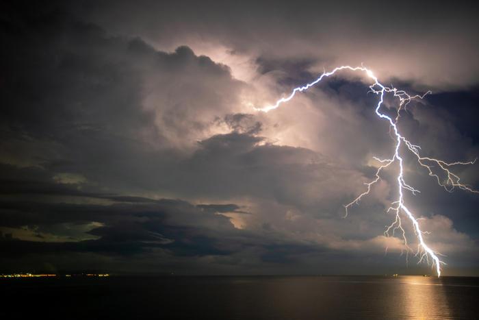 Allerta meteo prorogata fino a domani pomeriggio su tutta la Sardegna