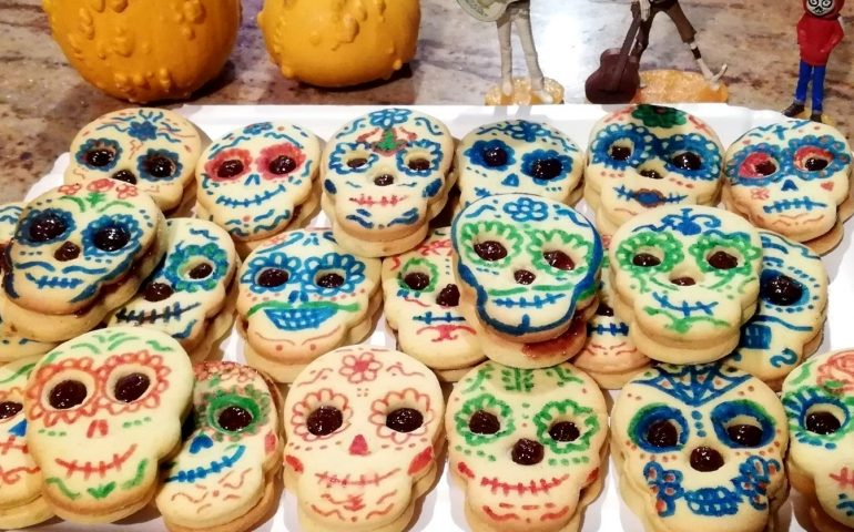 Foto dei lettori. I dolcetti colorati di Barbara Lai, ispirati alla tradizione messicana del culto dei morti
