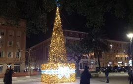 albero di natale piazza garibaldi 2020